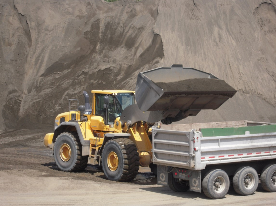 L180G Safely filling a dump truck thanks to industry leading cab visibility