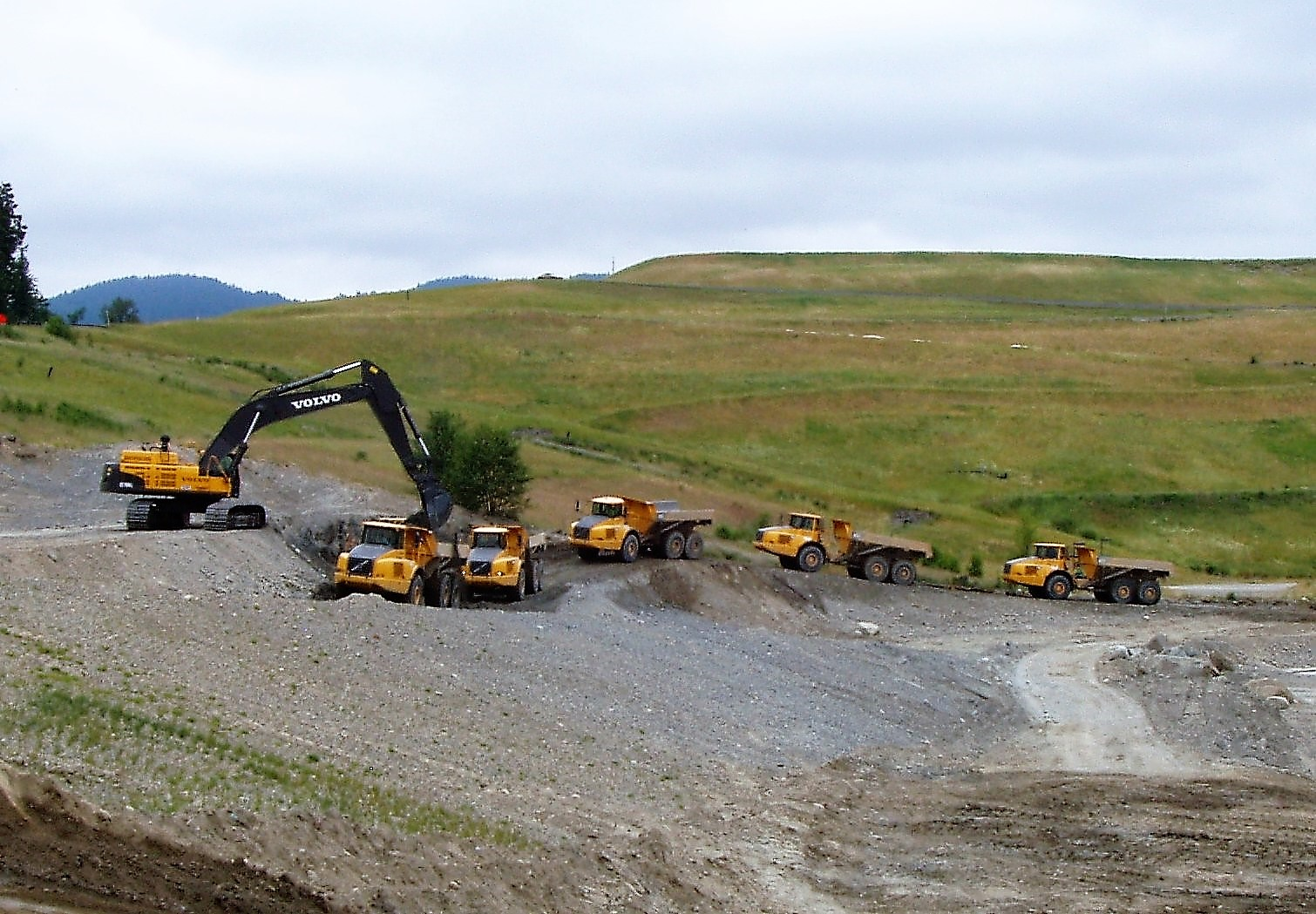 Five Volvo haulers working to reshape a landfill