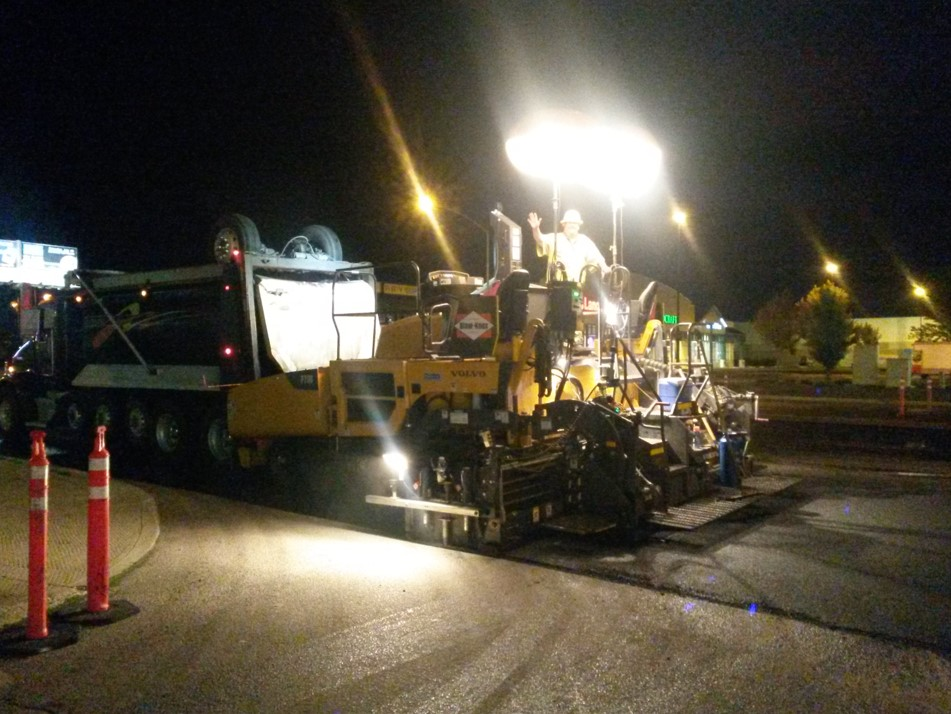 Paving at night, a Volvo P7110 never sleeps on the job