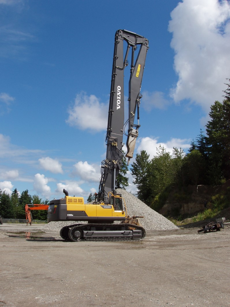 Volvo EC480DHR with tilting cab and long reach capacity